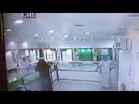 امرأة تنفذ جريمة سطو مسلح على محل ذهب بالعيص بالمدينة المنورة